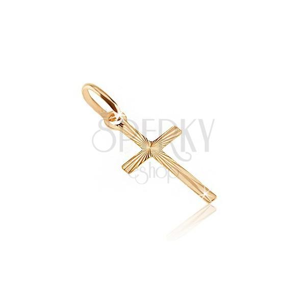 Zlat obesek - križ s podolgovatimi kraki in razčlenjeno površino