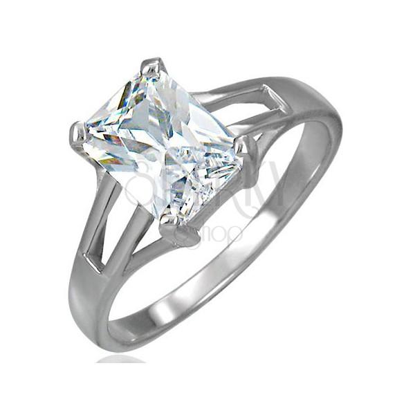 Zaročni prstan z velikim pravokotnim kamenčkom in izrezanimi deli