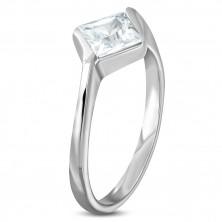 Zaročni prstan s kamenčkom v obliki romba