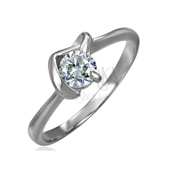 Zaročni prstan s kamenčkom v nastavku v obliki črke V