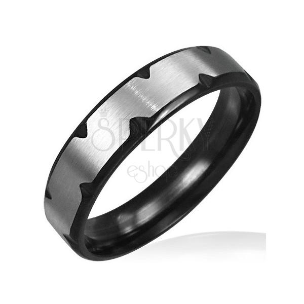 Prstan iz nerjavečega jekla s črnimi zarezami