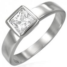 Jeklen prstan srebrne barve, kvadratast prozoren cirkon v objemki
