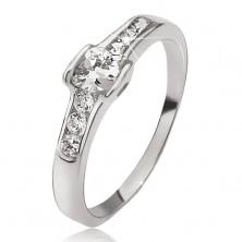 Srebrn prstan - okrogel cirkon, okrogli kamenčki, obrisa srca