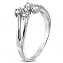 Jeklen prstan srebrne barve s petimi prozornimi cirkoni