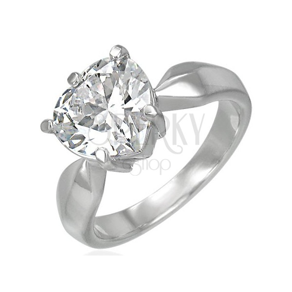 Zaročni prstan z velikim prozornim kamenčkom v obliki srca