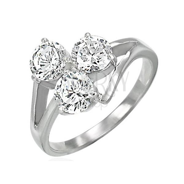 Ženski prstan s tremi kamenčki na razklanem obročku