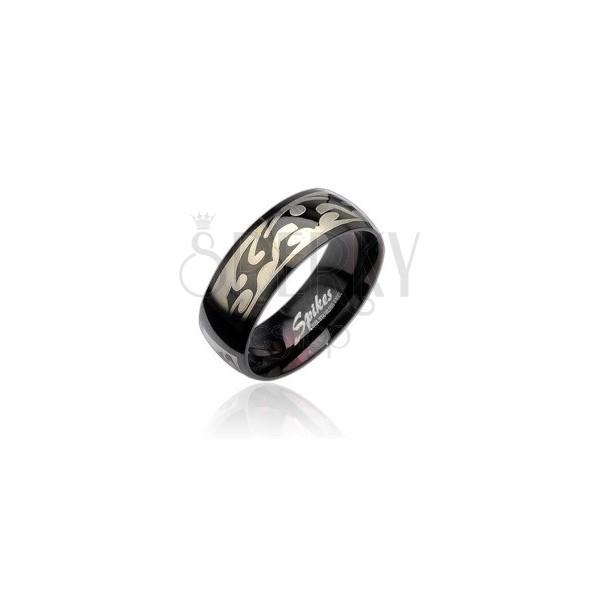 Črn jeklen prstan s srebrnim plemenskim vzorcem