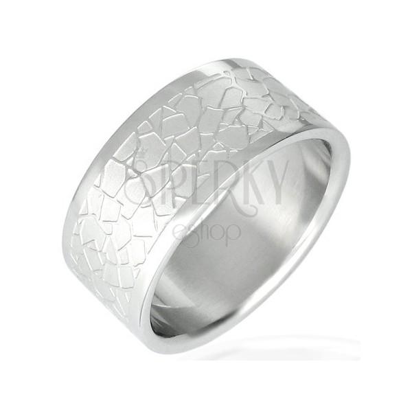 Jeklen prstan z neenakomernim vzorcem