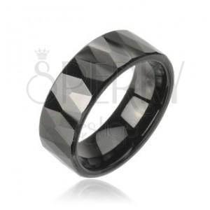 Volframov prstan z vzorcem izrezanih črnih rombov