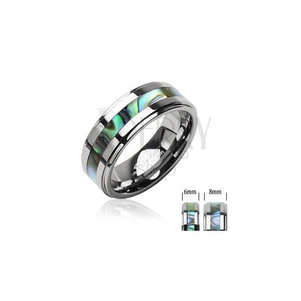Volframov prstan srebrne barve, sredinski pas z vzorcem školjke