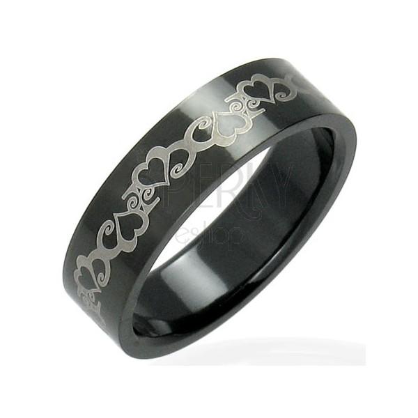 Črn prstan iz nerjavečega jekla s srci