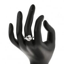 Prstan srebrne barve, trije ovalni prozorni cirkoni, bleščeča vijuga