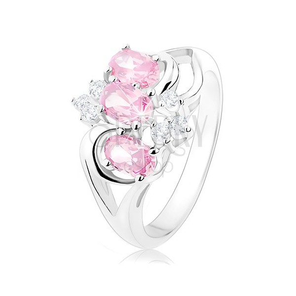 Prstan srebrne barve, razdvojena kraka, rožnati ovali, prozorni cirkoni