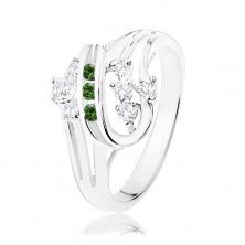 Prstan srebrne barve, zvite linije, okrašene s prozornimi in zelenimi cirkoni