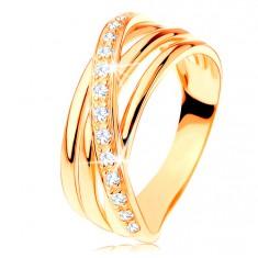 Prstan iz rumenega 14K zlata - trije gladki pasovi, poševna cirkonska linija