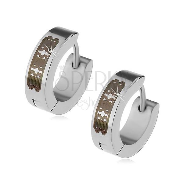 Jekleni uhani srebrne barve - obročka z vgraviranim vzorcem, zgibna zaponka