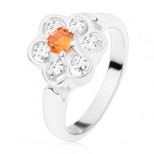 Prstan srebrne barve, sijoča prozorna cvetlica z oranžno sredino