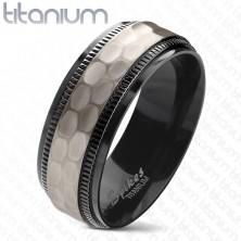 Titanov prstan, črni robovi z zarezami, brušen mat sredinski pas, 8 mm