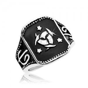 Jekleni prstan, črn kvadrat s keltskim vozlom in tremi zvezdami