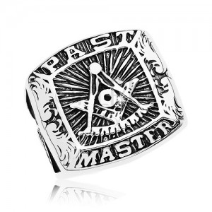 Prstan iz kirurškega jekla, simboli prostozidarjev in napis, črna patina