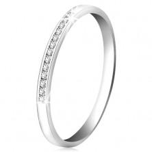 Briljantni prstan iz 14-k belega zlata ima - bleščeča linija prozornih diamantkov