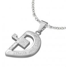 Jeklen obesek srebrne barve, polovička srca s križem in napisi