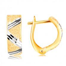 14-k zlati uhani - lesketava zrnasta površina s cikcakasto linijo belega zlata