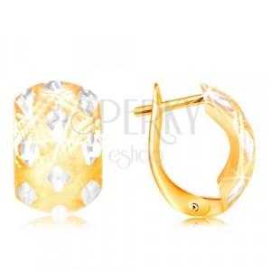 Uhani iz 14-k zlata – širok lok z majhnimi rombi iz belega zlata