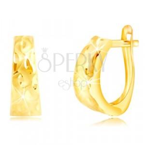Uhani iz 14-k rumenega zlata – širši lok z zrni in mat valovi