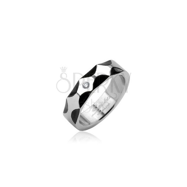 Jeklen prstan - valovit vzorec in kamenček