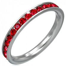 Prstan iz nerjavečega jekla z rdečimi okrasnimi kamenčki