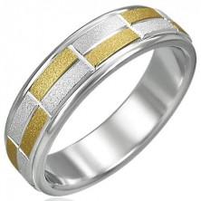 Dvobarven prstan z majhnimi peskanimi pravokotniki