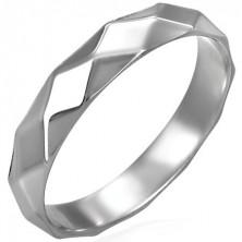 Bleščeč ženski prstan iz jekla s karo vzorcem