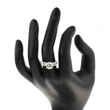 Srebrn prstan s cirkonom in linijo cirkonov