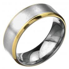 Prstan iz titana - mat srebrnkast pas z zarezama in zlato obrobo